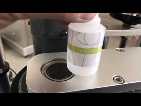 Küçük masaüstü otomatik yuvarlak şişe etiket etiketleme makinesi